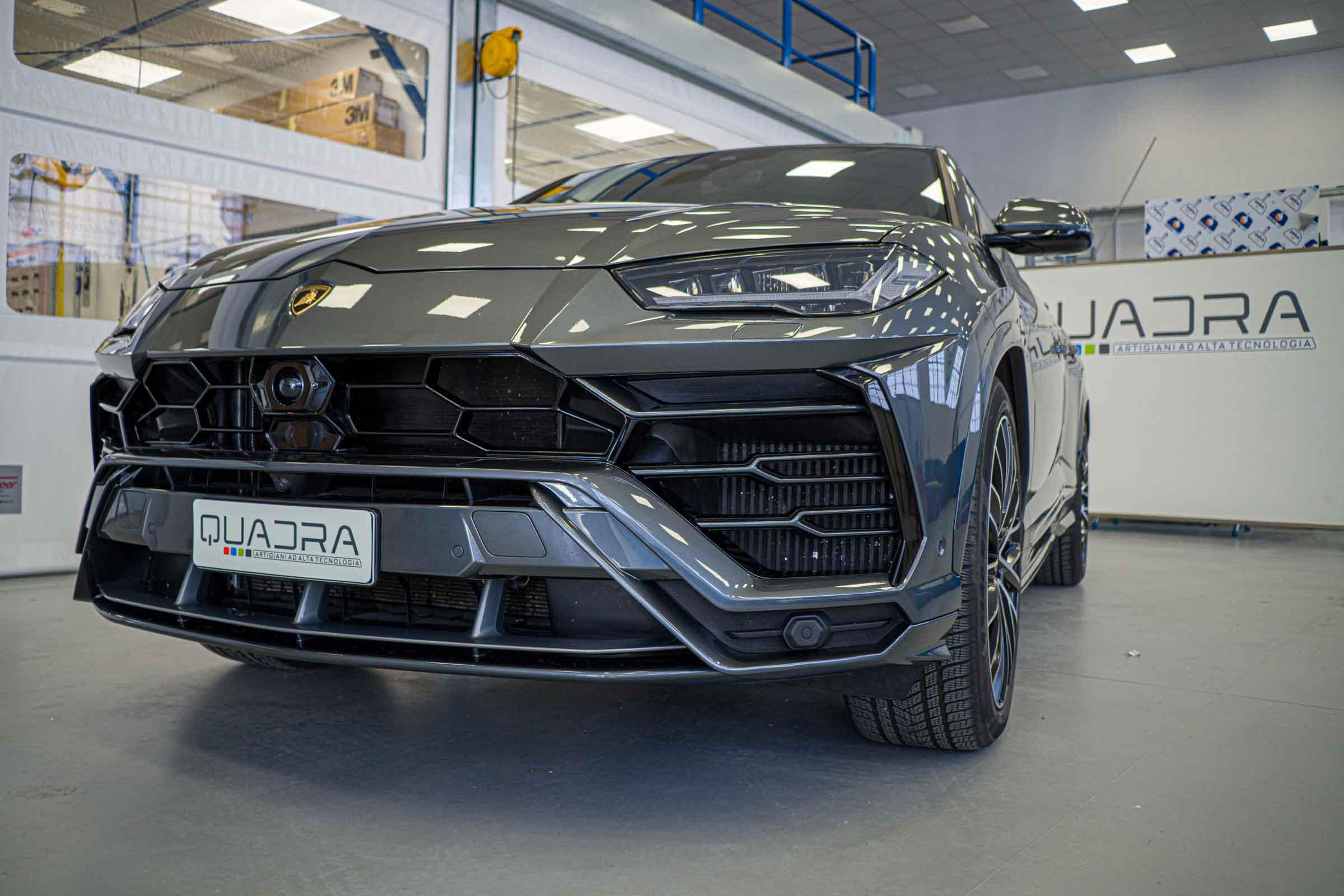Lamborghini Urus, applicazione Pellicola Protettiva -PPF- Esterno. Vernice Kit Full e Gruppi Ottici (Fari)